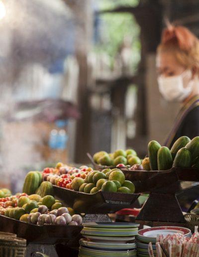 Photo de voyage. Un stand de marché à Luang Prabang.