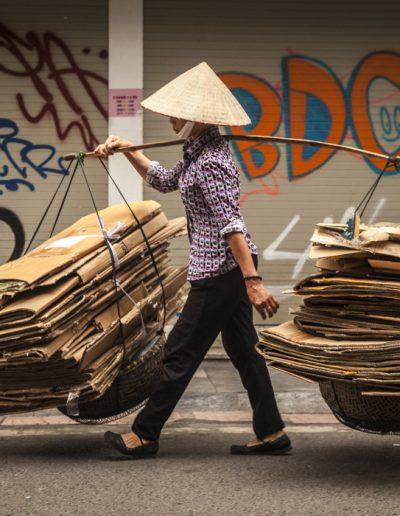 Portrait de rue d'une femme dans la ville de Hanoi. Vietnam. Photographie de voyage.
