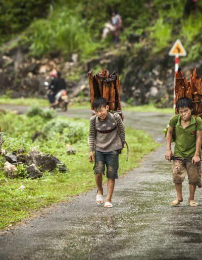 Reportage photo. Trois mineurs au travail dans le nord du Vietnam.