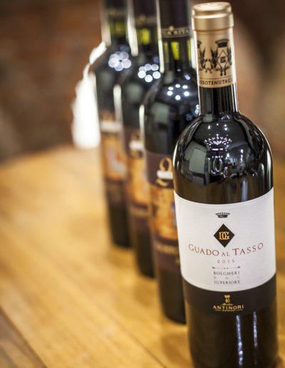 Packshot. Bouteilles de vin. Promotion de produit. Massimo Municchi photographe
