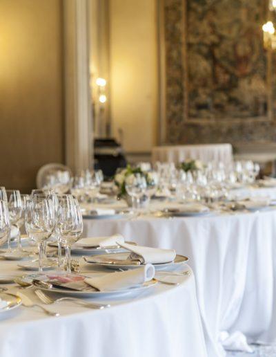 Table dressée et salle pour événement. Massimo Municchi photographe d'intérieurs.