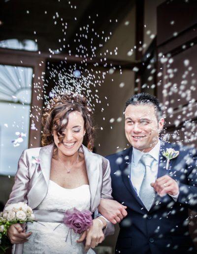 Mariés a la sortie de la mairie – Confetti