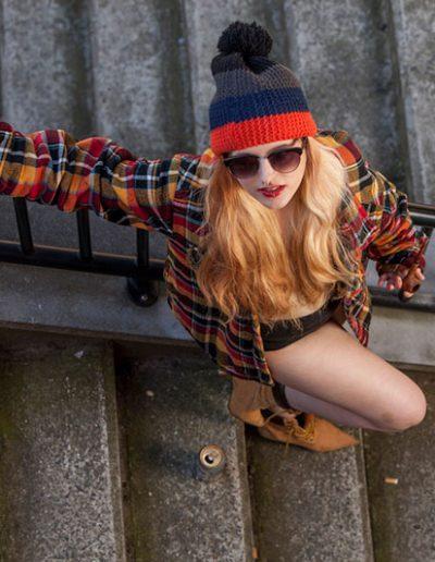 Portrait urbain de jeune femme – colourful urban portrait